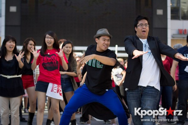 Cassie fans welcome TVXQ to LA with at Flashmob at Nokia Theaterkey=>11 count32