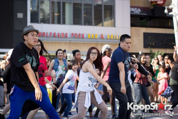 Cassie fans welcome TVXQ to LA with at Flashmob at Nokia Theaterkey=>13 count32