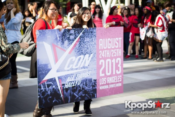 Cassie fans welcome TVXQ to LA with at Flashmob at Nokia Theaterkey=>16 count32