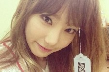 Girls' Generation Taeyeon Reveals Wig Picture, 'Cute with Bangs'