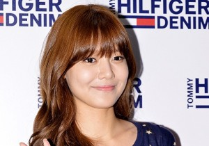 Girls Generation(SNSD) Sooyoung Dresses in Polka Dots and Denim for Tommy Hilfiger Fan Sign Event