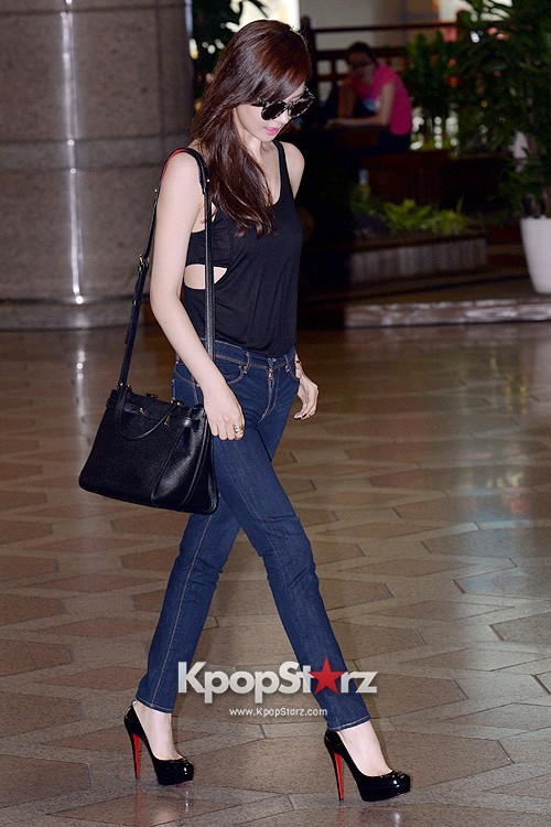 Actress Lee Da Hye in Casual Jeans while Leaving for Shanghai key=>3 count17