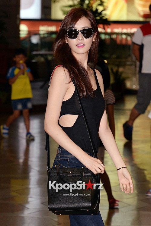 Actress Lee Da Hye in Casual Jeans while Leaving for Shanghai key=>4 count17
