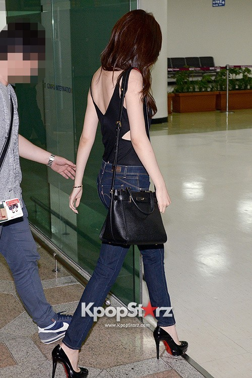 Actress Lee Da Hye in Casual Jeans while Leaving for Shanghai key=>14 count17