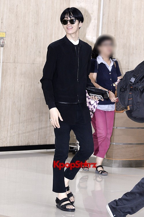 ICON (No Min Woo) All Black Leaving for Japankey=>1 count12