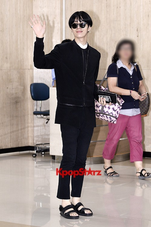 ICON (No Min Woo) All Black Leaving for Japankey=>2 count12