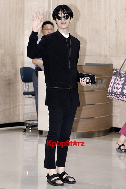 ICON (No Min Woo) All Black Leaving for Japankey=>3 count12