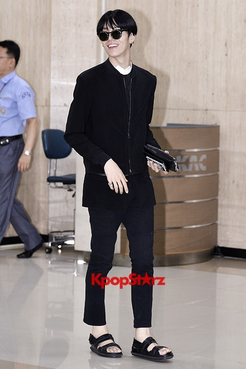 ICON (No Min Woo) All Black Leaving for Japankey=>4 count12