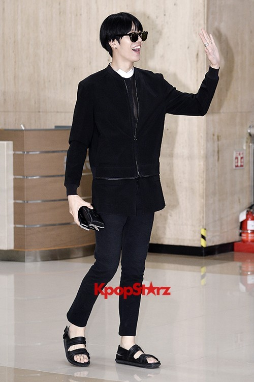 ICON (No Min Woo) All Black Leaving for Japankey=>7 count12
