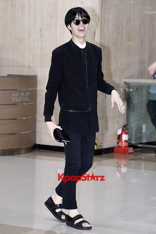 ICON (No Min Woo) All Black Leaving for Japankey=>8 count12