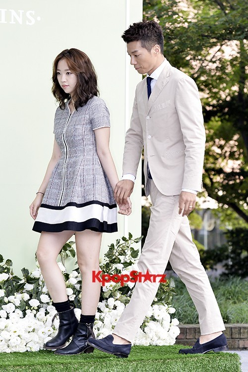 Yoo Ji Tae-Kim Hyo Jin Semi-Formal Attire for Lee Byung Hun-Lee Min Jung Weddingkey=>2 count5